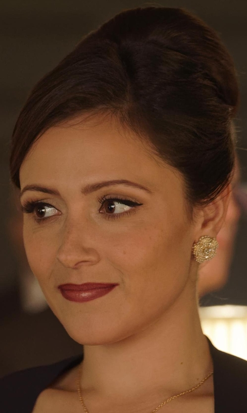 Italia Ricci with Oscar de la Renta Urchin Faux-Pearl Stud Earrings in Designated Survivor