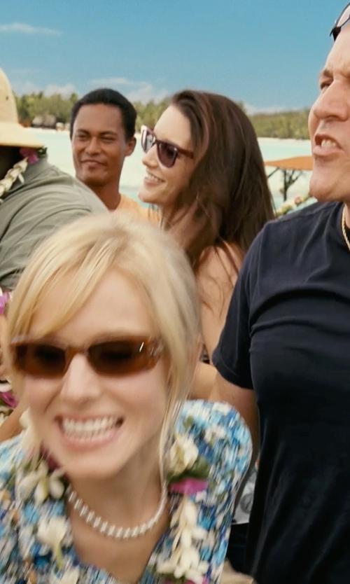 Kristin Davis with Ray-Ban 2140 Wayfarer Sunglasses in Couple's Retreat