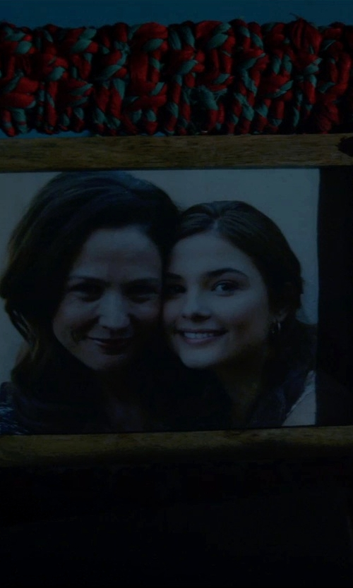 Stefanie Scott with Kouboo Pandan Picture Frame in Insidious: Chapter 3