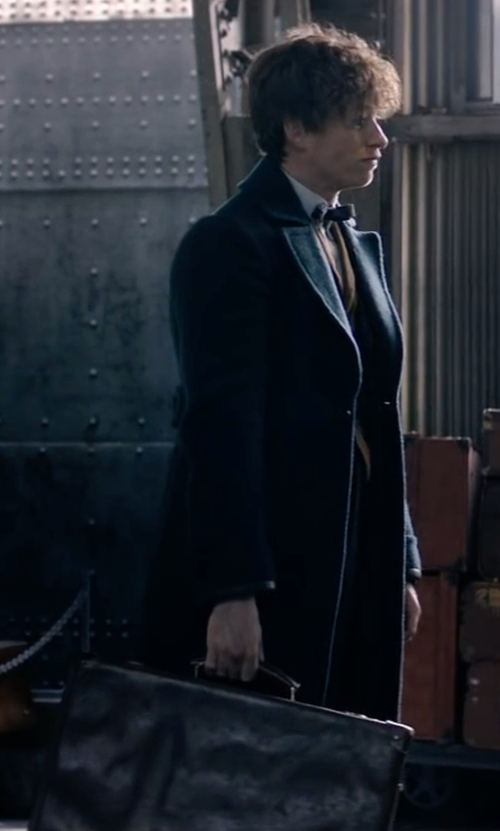Eddie Redmayne with Michael Kors Mens Bryant Large Leather Briefcase in Fantastic Beasts and Where to Find Them