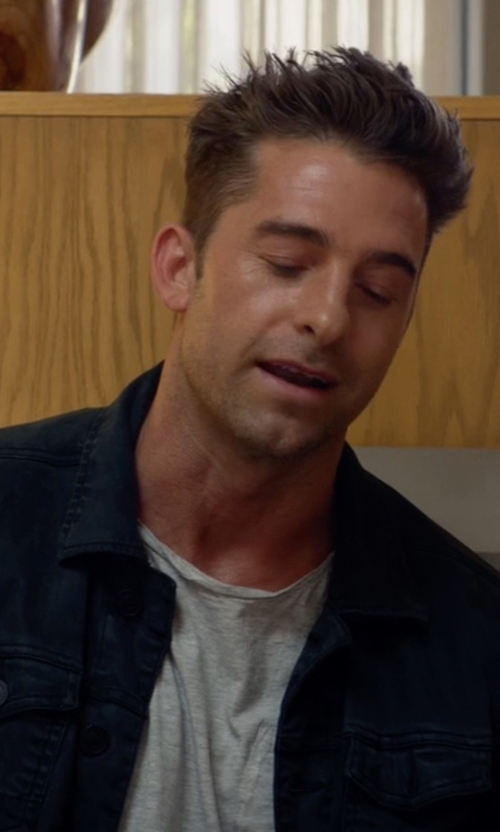 Scott Speedman with Calvin Klein Jeans Men's Twill Trucker Jacket in Animal Kingdom