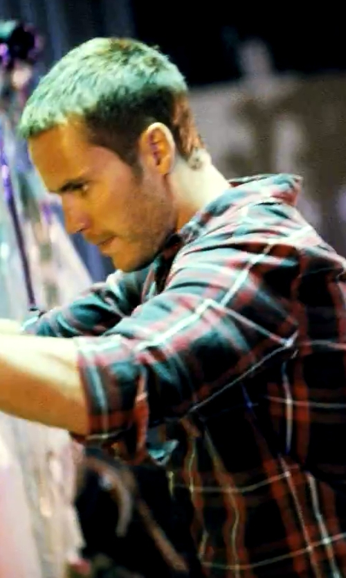 Taylor Kitsch with St. John's Bay Long-Sleeve Plaid Flannel Shirt in Savages