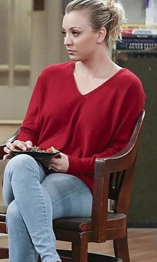 Kaley Cuoco-Sweeting with Lark & Ro Cashmere V-Neck Sweater in The Big Bang Theory