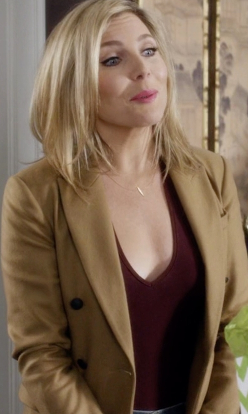June Diane Raphael with Mauro Grifoni Double-Breasted Blazer in Grace and Frankie
