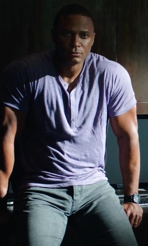 David Ramsey with John Varvatos Linen Henley Shirt in Arrow