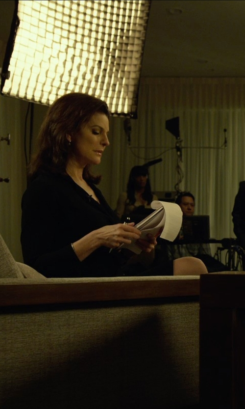 Sela Ward with Theory Golda Urban Pencil Skirt in Gone Girl