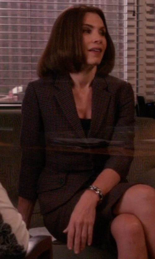 Julianna Margulies with Tagliatore 02-05 Single Breasted Blazer in The Good Wife