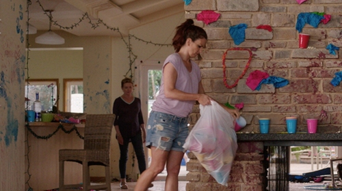 Tina Fey with Rag & Bone/JEAN The Boyfriend Shorts in Sisters