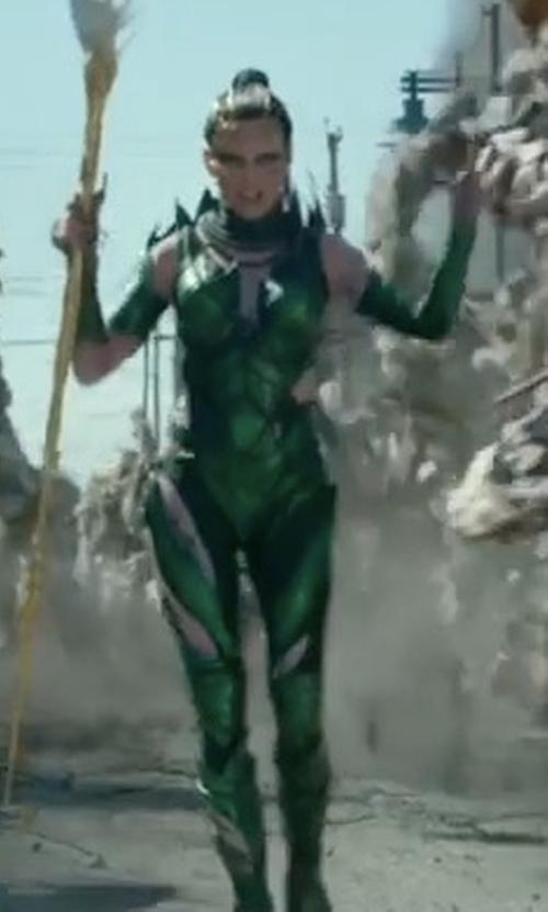 Elizabeth Banks with Kelli Jones (Costume Designer) Rita Repulsa Green Battle Suit in Power Rangers