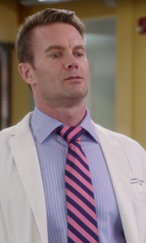 Garret Dillahunt with Gitman Stripe Silk Tie in The Mindy Project