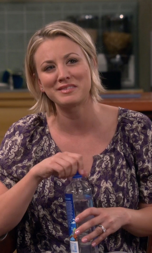 Kaley Cuoco-Sweeting with Joie Berkeley Print Silk Blouse in The Big Bang Theory