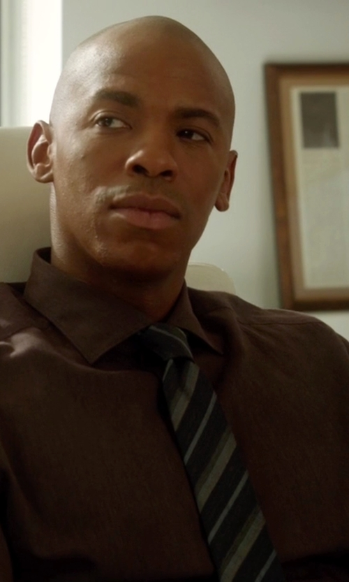Mehcad Brooks with Ryan Seacrest Stripe Slim Tie in Supergirl