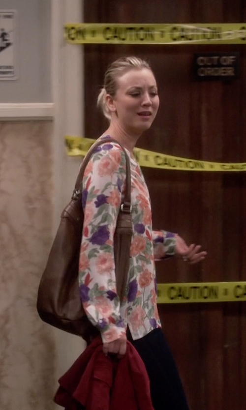 Kaley Cuoco-Sweeting with Kenneth Cole Reaction Pied Piper Hobo Bag in The Big Bang Theory