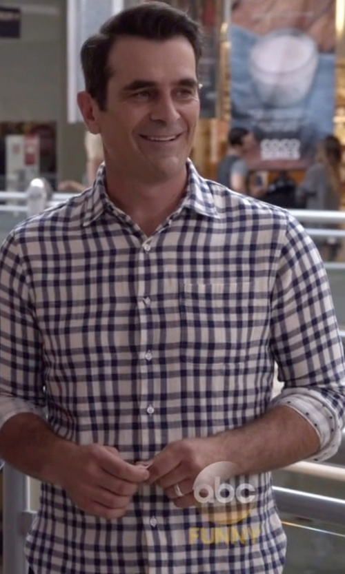 Ty Burrell with Simply Vera Vera Wang Wedding Band Ring in Modern Family