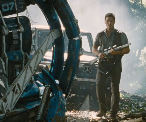Chris Pratt with Mercedez-Benz G63 AMG SUV in Jurassic World