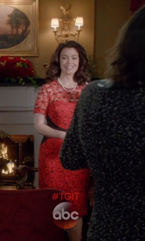 Bellamy Young with Miriam Haskell Crystal Floral Filigree Baroque Pearl Necklace in Scandal