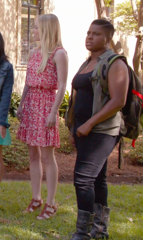 Ester Dean with Cult Zip Closure Ankle Boots in Pitch Perfect 2