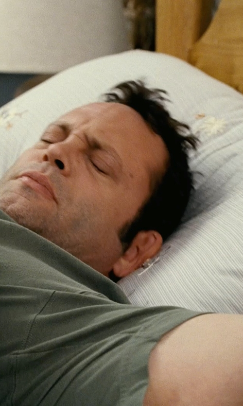 Vince Vaughn with Pacific Coast Luxeloft Down Pillows in Couple's Retreat