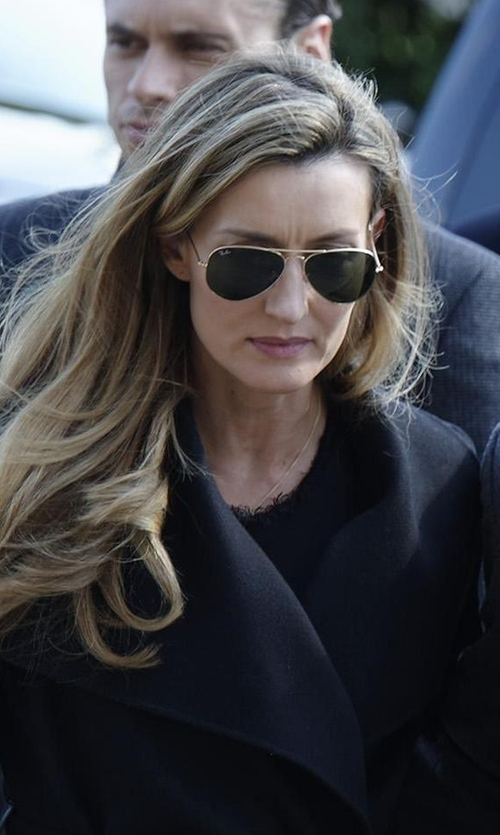 Natascha McElhone with Ray-Ban Teardrop Aviator Sunglasses in Designated Survivor