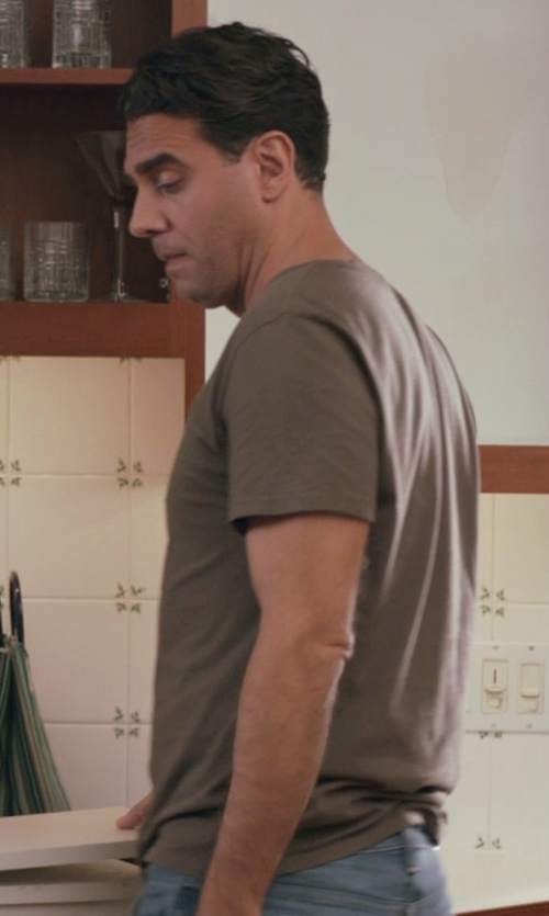 Bobby Cannavale with Tommy Bahama 'New Palm Cove' T-Shirt in Adult Beginners