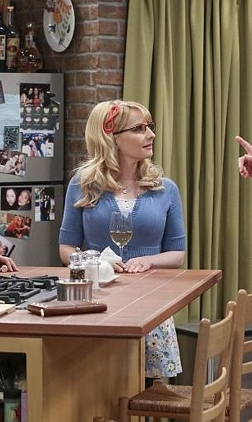 Melissa Rauch with Etsy Minnie Grace Star Necklace in The Big Bang Theory