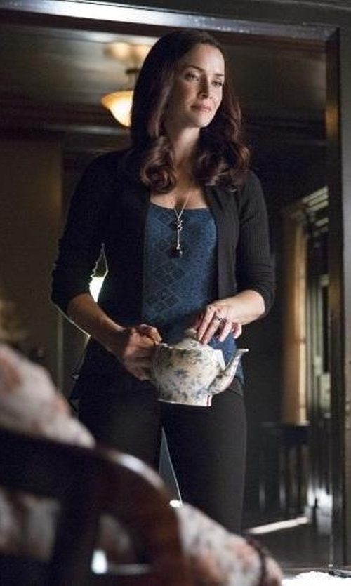 Annie Wersching with John Hardy Naga Drop Pendant Sautoir Necklace in The Vampire Diaries