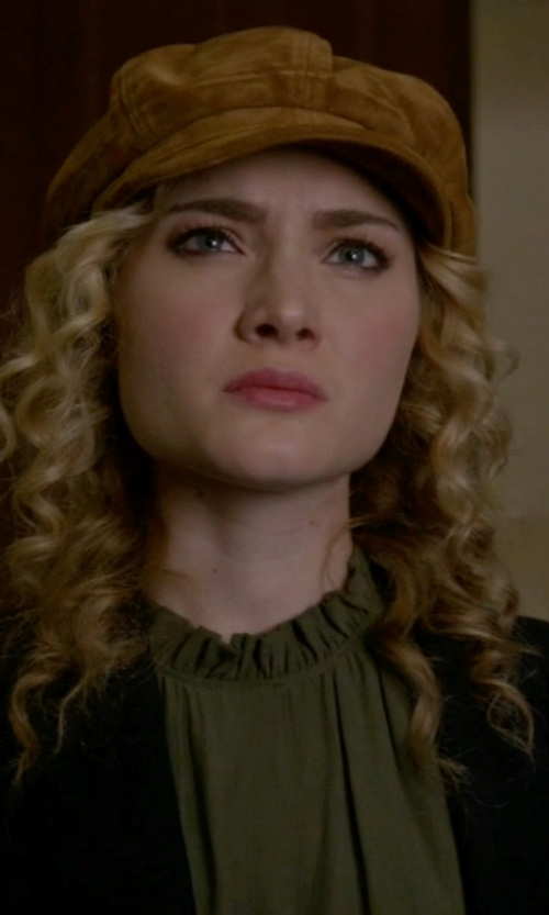 Skyler Samuels with Goorin Bros. Ruthy Suede Cabbie Hat in Scream Queens