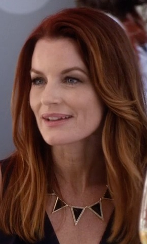 Laura Leighton with House Of Harlow 1960 Jewelry Triangle Theorem Collar Necklace in Pretty Little Liars