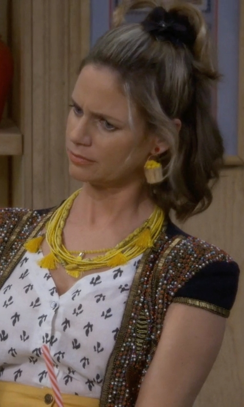 Andrea Barber with Belgazou Straw Hat & Flowery Bucket Earrings in Fuller House