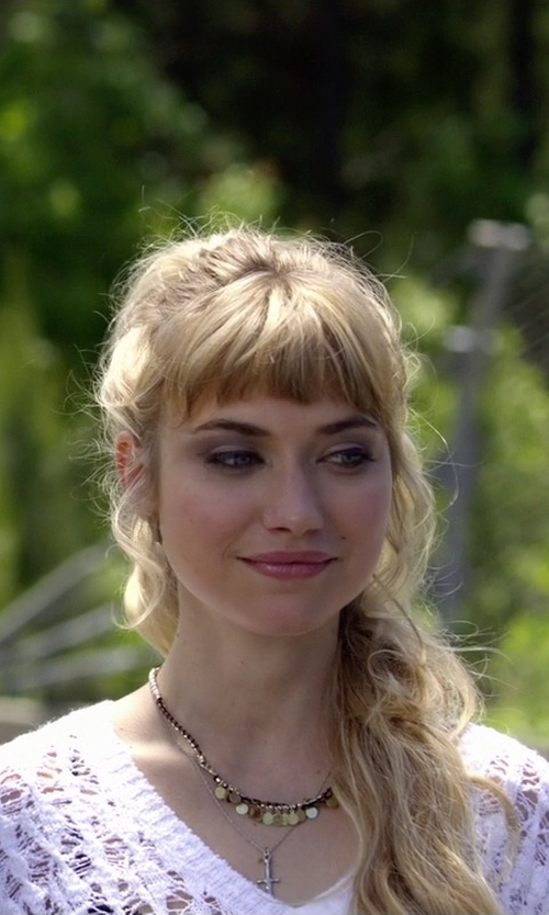 Imogen Poots with Nadri Small Cross Pendant Necklace in Need for Speed