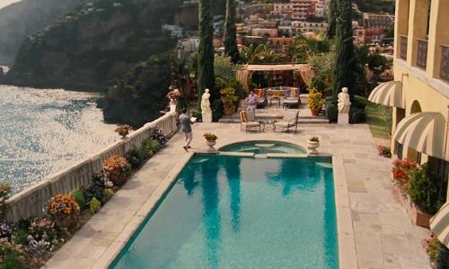 Unknown Actor with The Villa Sophia Los Angeles, California in Entourage