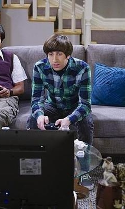 Simon Helberg with Urban Outfitters Salt Valley Shadow Plaid Western Button-Down Shirt in The Big Bang Theory