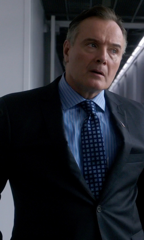 Aidan Quinn with Armani Collezioni Two Button Notch Lapel Suit in Elementary