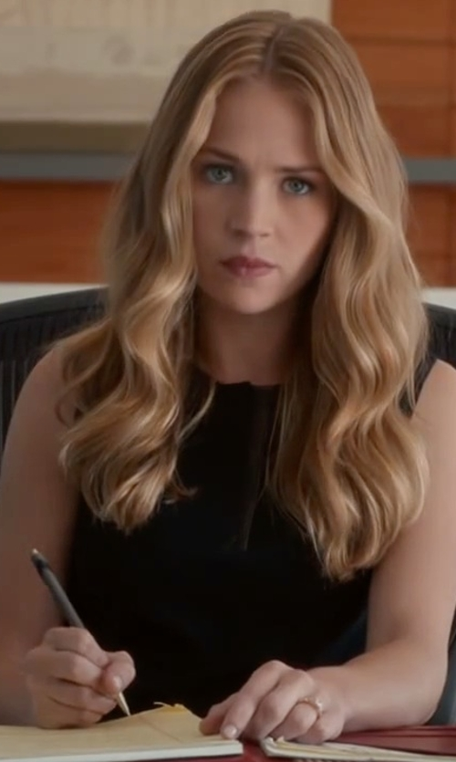 Britt Robertson with Vuarnet Vingtage Ballpen Grey Rubber in The Longest Ride