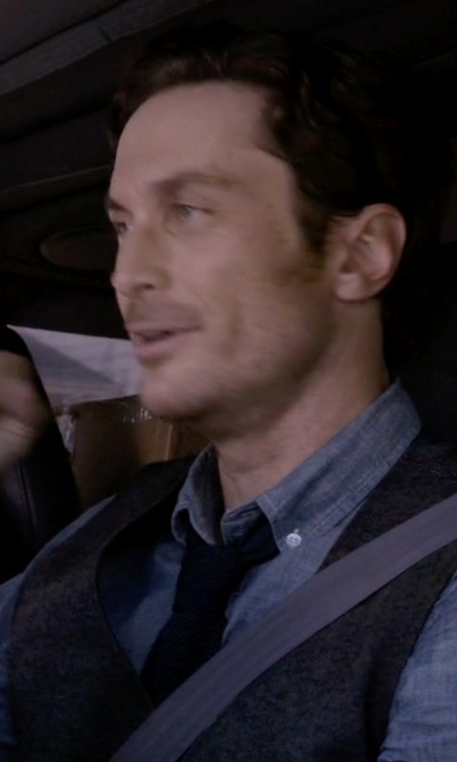 Oliver Hudson with Barneys New York Chambray Shirt in Scream Queens