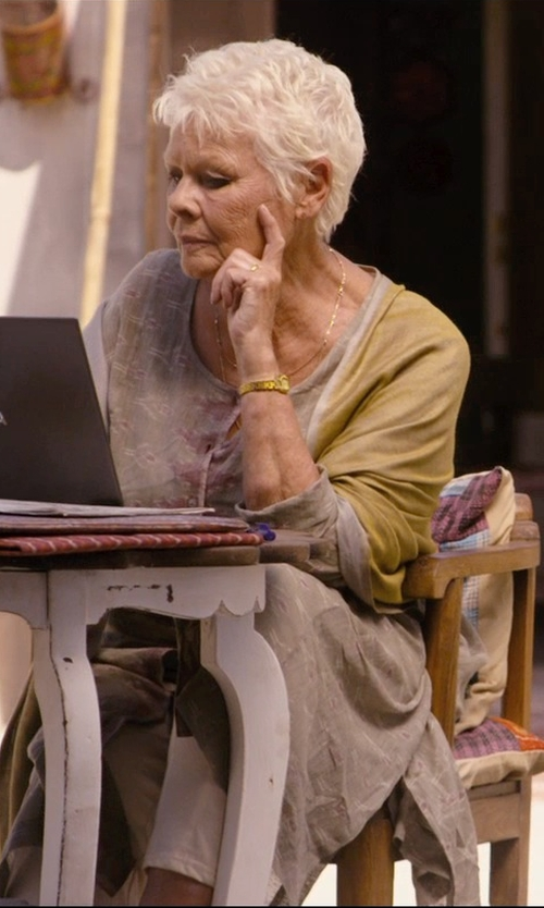 Judi Dench with Finn Simple Gold Band Designer Ring in The Second Best Exotic Marigold Hotel