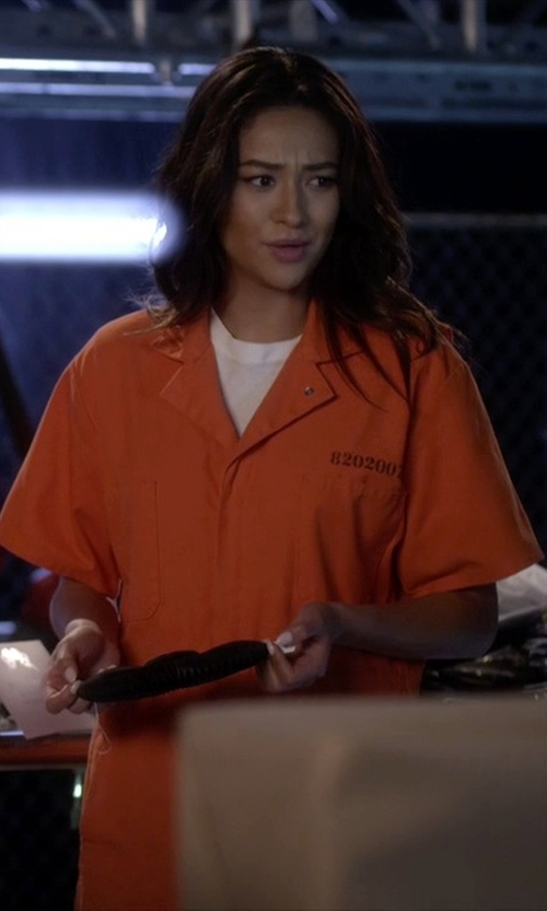 Shay Mitchell with American Apparel Short Sleeve Crew Neck Shirt in Pretty Little Liars
