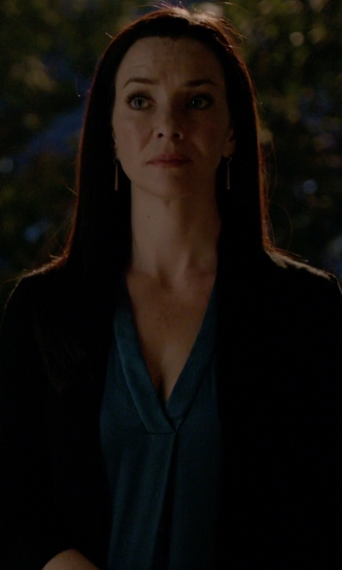 Annie Wersching with Alice & Olivia Imelda V-Neck Top in The Vampire Diaries