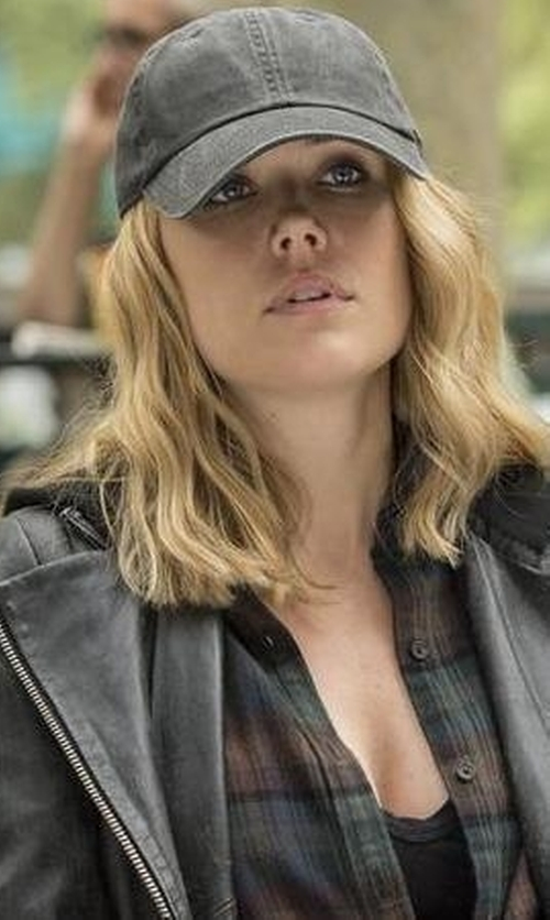 Megan Boone with Gottmann Wool Gore-Tex Baseball Cap in The Blacklist
