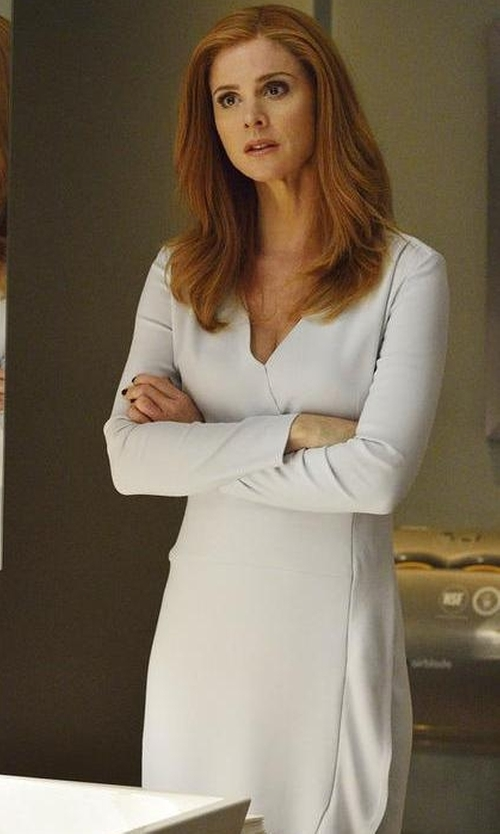 Sarah Rafferty with See By Chloé Longsleeved Shift Dress in Suits