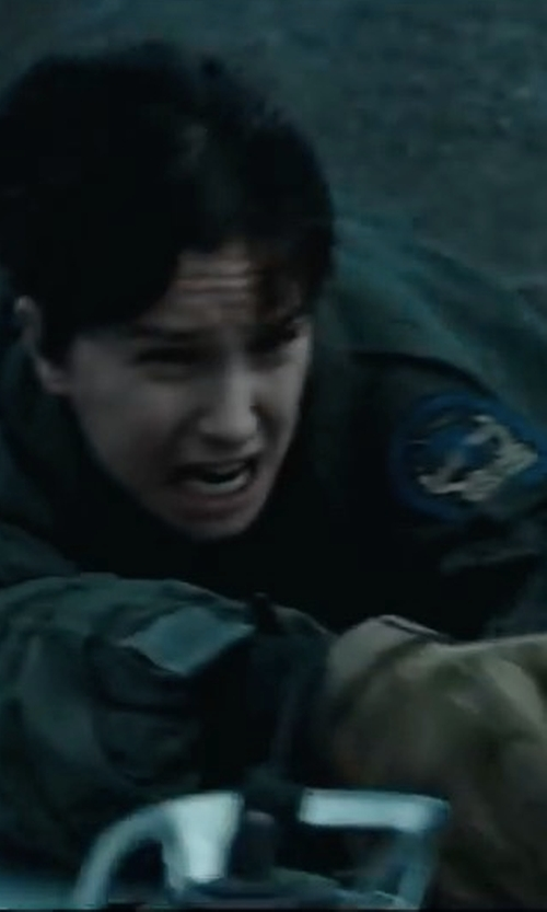 Katherine Waterston with Patch Squad Covenant Weyland Corp Crew Patch in Alien: Covenant