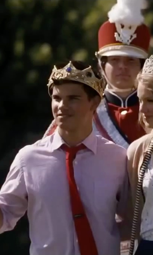 Taylor Lautner with Elope Gold King Crown in Valentine's Day