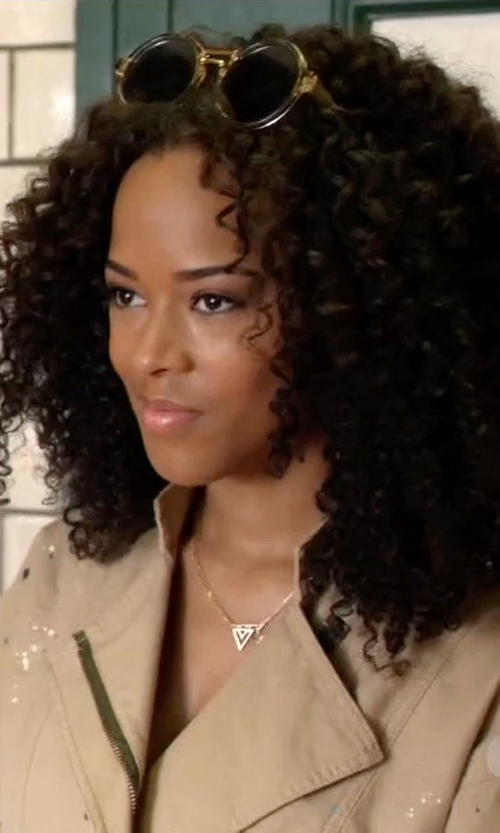 Serayah with Chloé Daisy Round Sunglasses in Empire