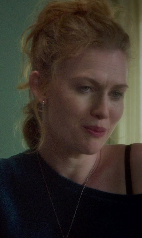 Mireille Enos with Jennifer Zeuner Jewelry Small Hoop Earrings in If I Stay