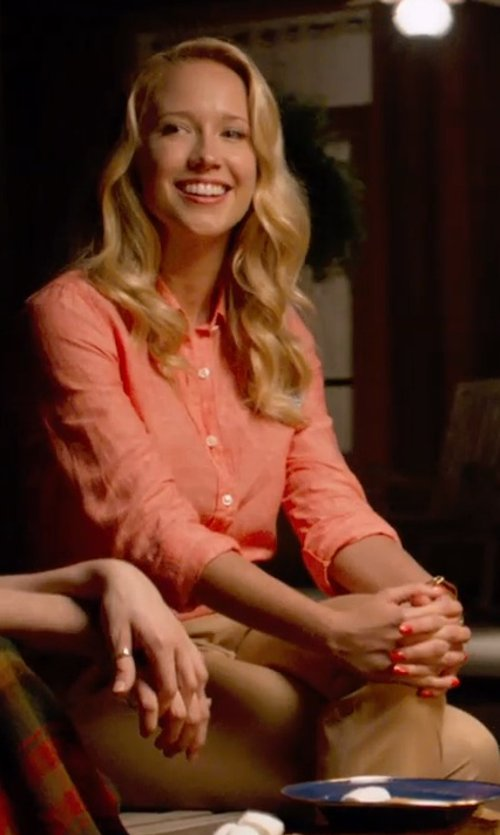 Anna Camp with Xirena Poplin Cotton Sleep Shirt in Pitch Perfect 2