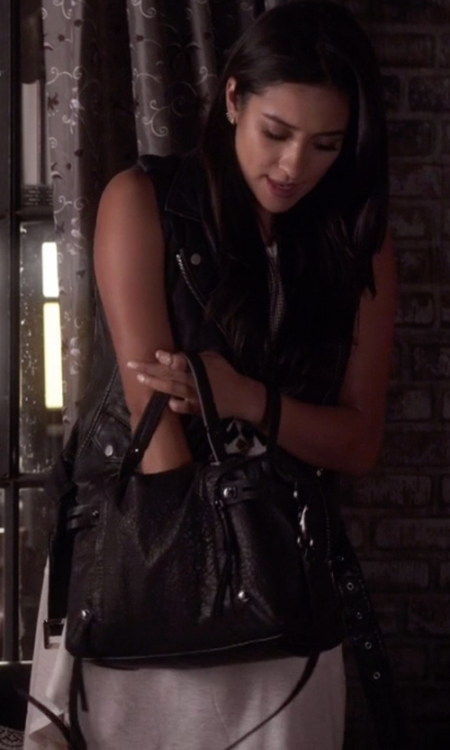 Shay Mitchell with Jessica Simpson Mara Crossbody Tote Bag in Pretty Little Liars