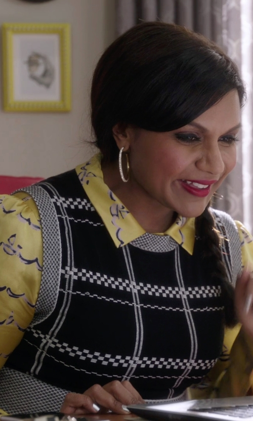 Mindy Kaling with Max Mara Dondolo Silk Dot Print Blouse in The Mindy Project
