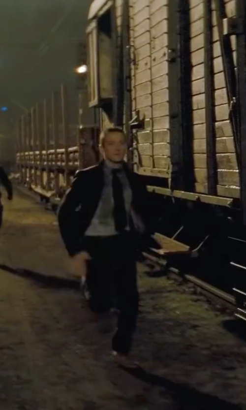 Jeremy Renner with Kenneth Cole Solid Slim Tie in Mission: Impossible - Ghost Protocol