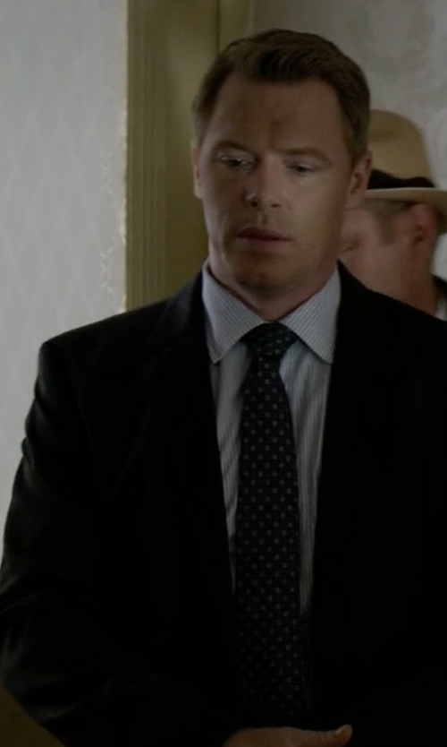 Diego Klattenhoff with Armani Collezioni Herringbone Print Silk Tie in The Blacklist