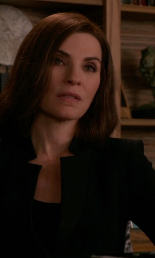 Julianna Margulies with Ellen Tracy Fitted Collarless Blazer in The Good Wife